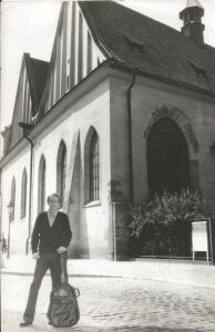 George Hamilton v Praze před Betlémskou kaplí